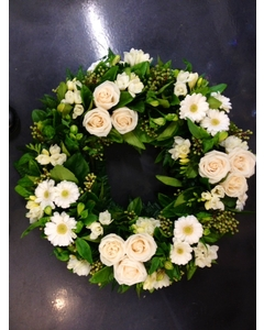 Round Wreath Clustered Creams