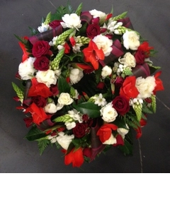 Round Mixed Wreath in Reds and Whites with Rolled Leaves