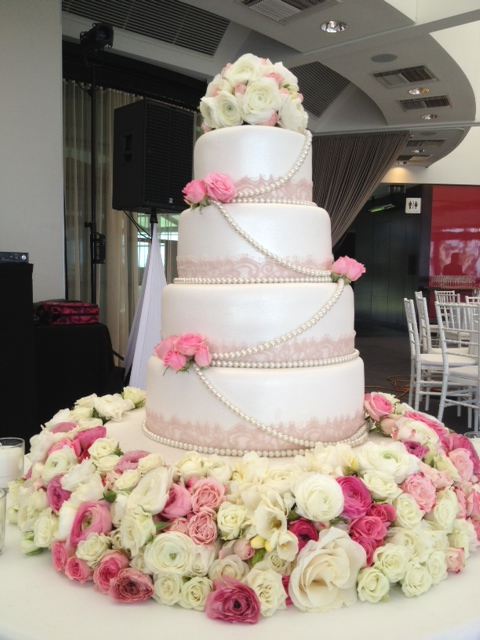 White & Pink Luxurious Cake Flowers