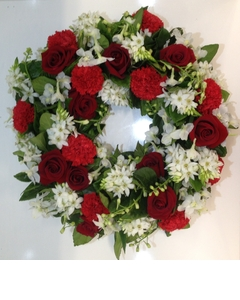 Round Wreath of Reds and Whites