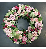 Round Wreath Pinks and Lace