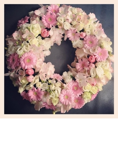 Round Wreath in Pastel Pinks and White