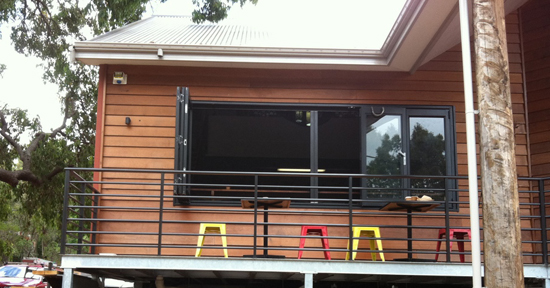 Retractable insect screen for servery retractable fly for Retractable fly screens perth