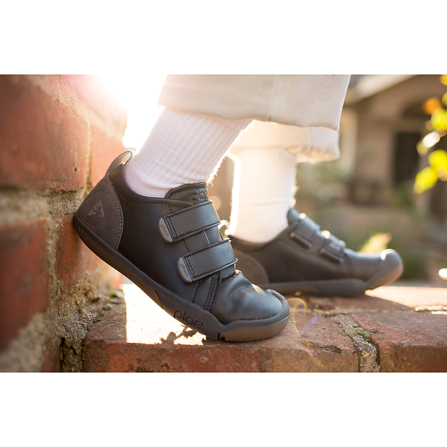 Plae Roan Black US 12 to 4.5 youth - Image 1